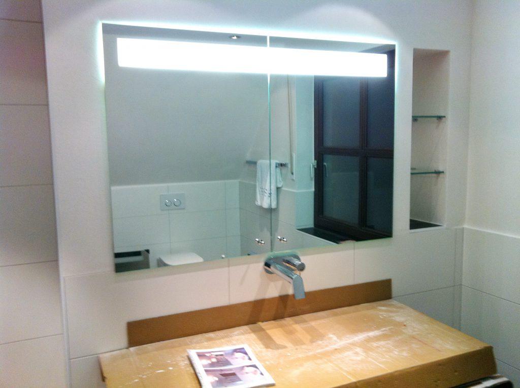 glas spiegeldesign muranovic spiegel mit ohne beleuchtung spiegelschr nke. Black Bedroom Furniture Sets. Home Design Ideas